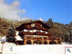 Winter-Ansicht Brandnerhof in Telfs